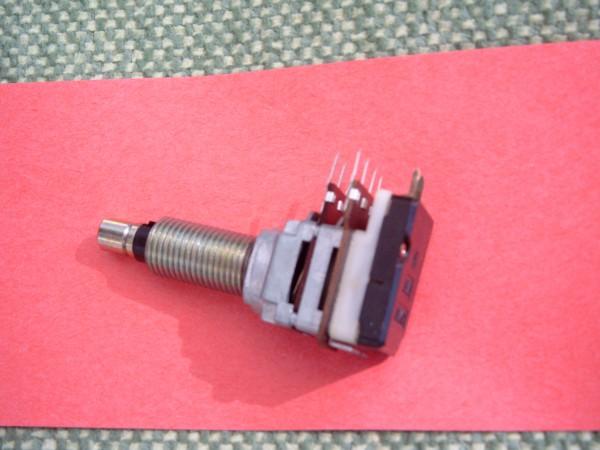 Lautstärke Poti mit Ein-Aus Schalter für Autoradio GRUNDIG WKC